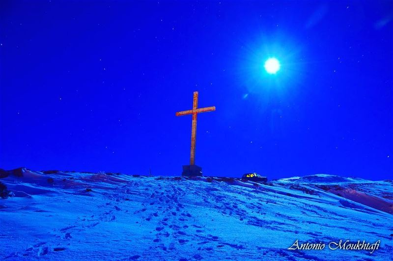 Under the moonlight 🌝 ✨ nightlife moon cross snow stars ... (Ehden, Lebanon)