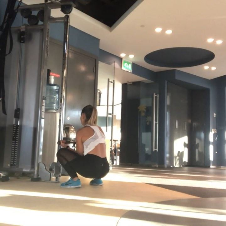Cable workout and the realstruggle to get a video with @gmlgolf around: (Dubai, United Arab Emirates)