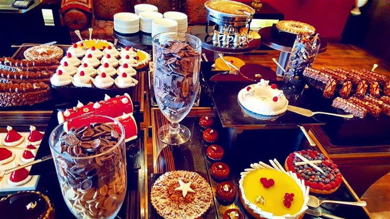 sundaybrunch  fourseasons  fourseasonshotel  fsbeirut  chocolates  sweet ... (Four Seasons Hotel Beirut)