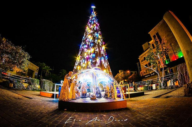 Christmas in the air 🎄  christmastree  christmas  lights  decoration ... (Byblos)