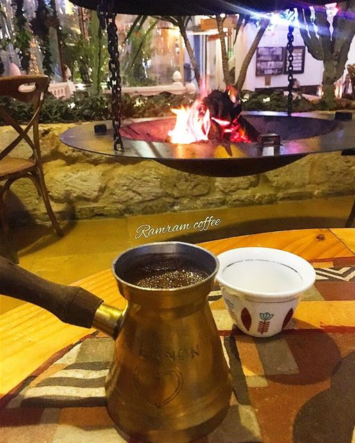one of  cosy night in december ☕️🔥... hellowinter  wintervibes ... (Cafe Em Nazih)