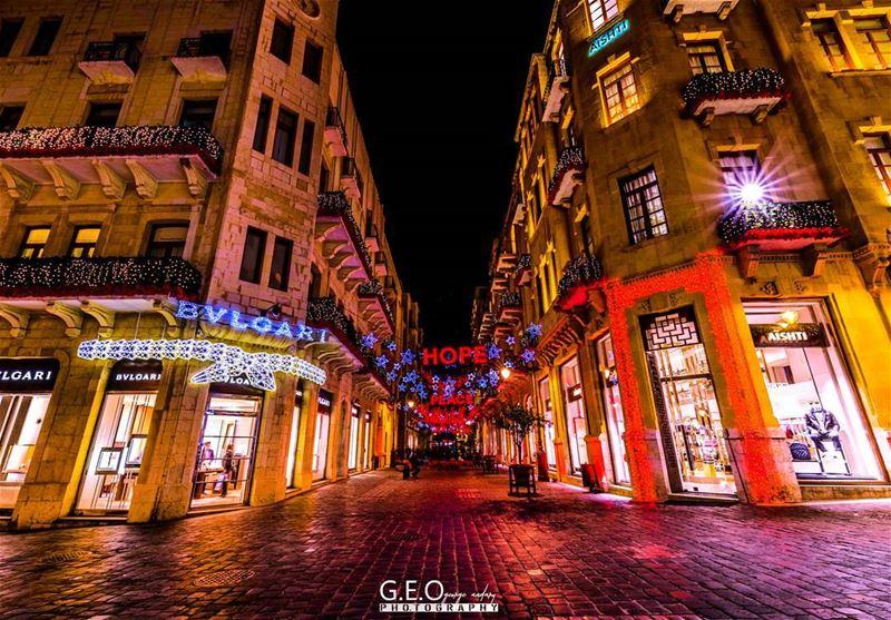 steets on christmas be like.. christmasdecoration christmasstreets ...