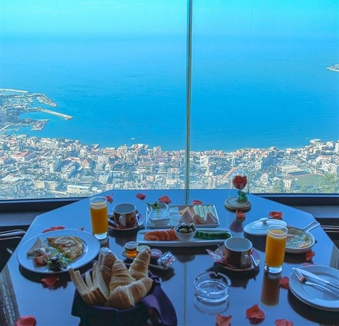 Happiness is...a leisurely breakfast 🌞 WakeUpHappy GoodMorningLebanon ... (Bay Lodge)