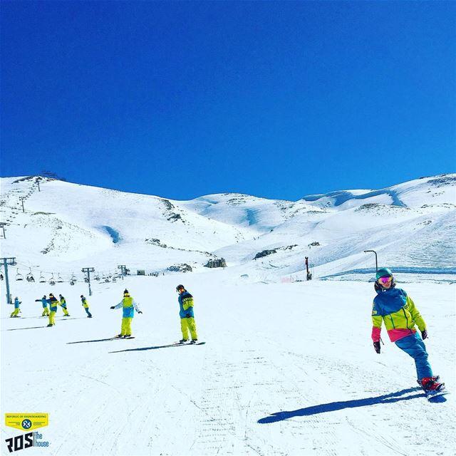 We got that Friday feeling 🏂...... snowboarder arborsnowboards ... (Mzaar Kfardebian)