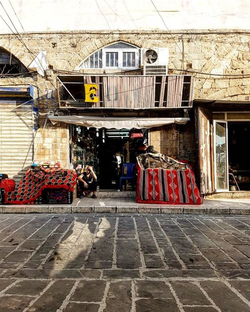Hangman🔎: _ E _ _ _... livelovebyblos streetphotography... (Jbeil-Byblos)