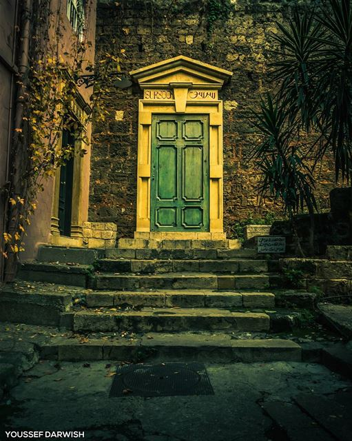 gemayze beirut lebanon old door perspective winter photography ... (Jemmayze)