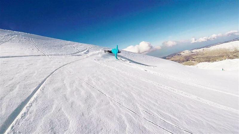 Drawing lines ...@elchakh ... outdoor picoftheday snowboard ... (Mzaar Kfardebian)