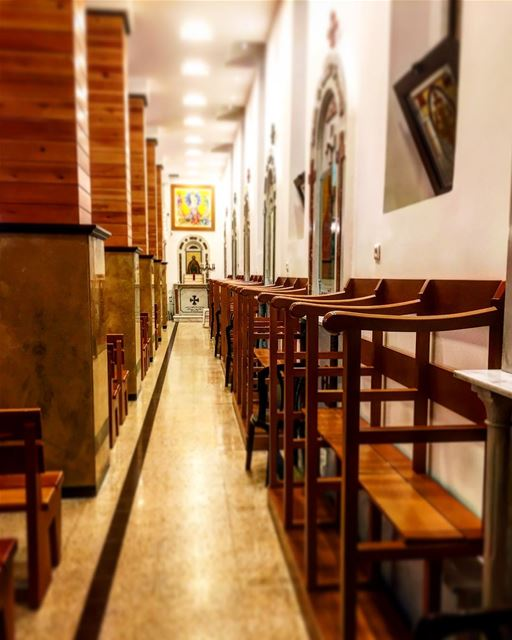 كلمتك مصباحٌ لخطايا و نورٌ لسبيلي..💛🙏 أحد_مبارك Location: كنيسة سيدة ال (Furn El Chouback)
