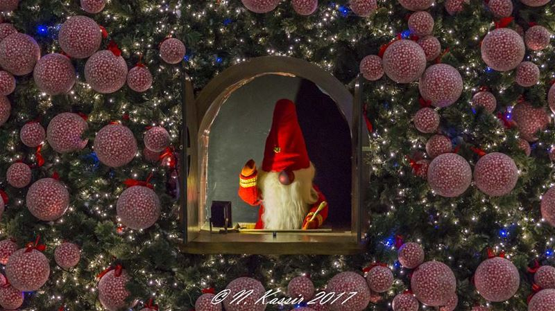 elf lutin Christmas tree Beirut Lebanon ig_great_shots_me bd_shotz... (Habtour,Le Mall-sin el fil)