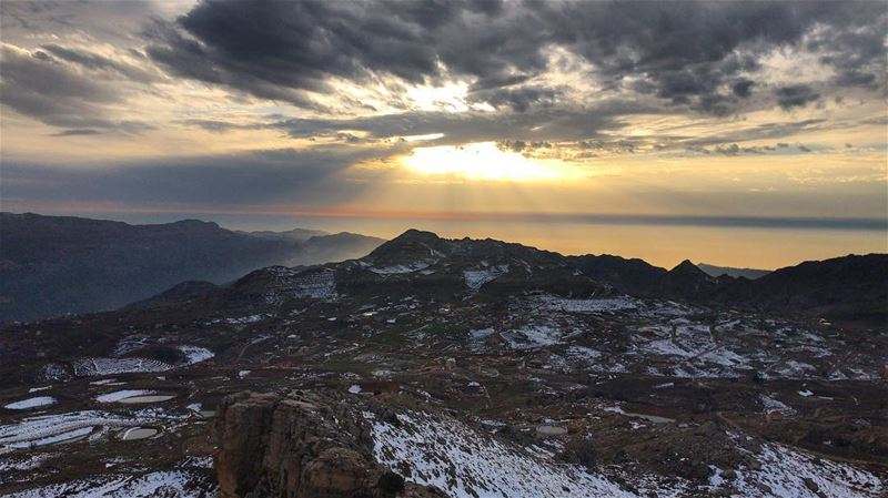 Sunsets and landscapes; a perfect mix 😍 (El Laqloûq, Mont-Liban, Lebanon)
