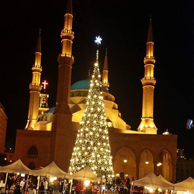 Christmas 🌟🌲 Hi 😇 christmas christmastree downtown sunday love...