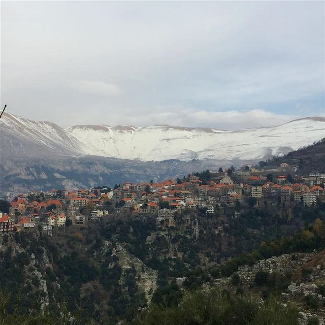 lebanon village mountains snow beautiful nature naturephotography ... (Hasroun)