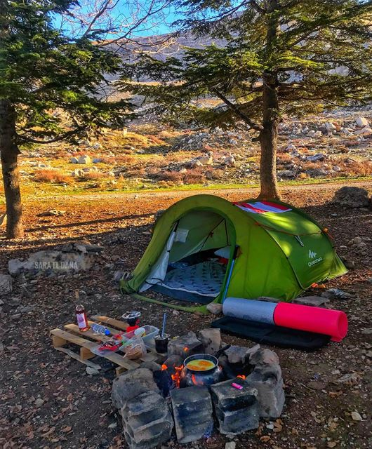 A tent, a roll mat, a little food and the best people to share it with ⛺️ (Qanat Bakish, Mont-Liban, Lebanon)