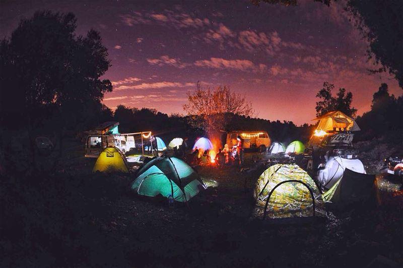 All you need on a cold night is a bonfire and a good company 🏕📸: @nico0o (Lehfed)