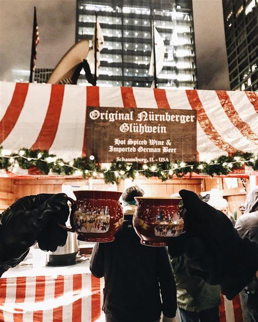 Wer hat Lust auf einen leckeren Glühwein? 🍷❄️🎄 Chicago Illinois ... (Christkindlmarket Chicago)