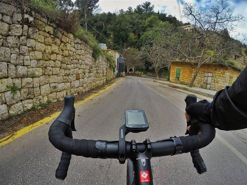 Life Behind Handlebars 👌..... cyclinglife behindhandlebars ...