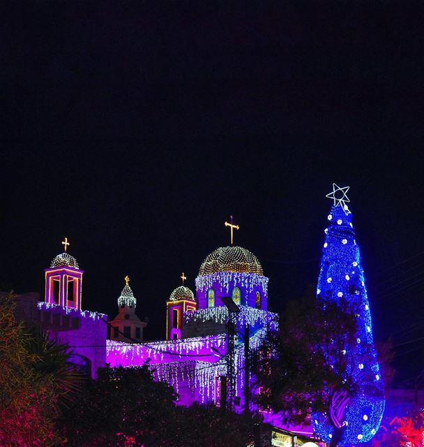 Colors of happiness & hope shining in Maghdoucheh this Christmas 🎄💙🙏🏻� (Maghdoûché, Liban-Sud, Lebanon)