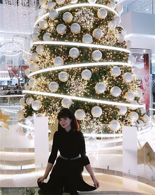 I never get enough of christmas decorations 💙 christastree christmas ... (Abc Dbayeh)