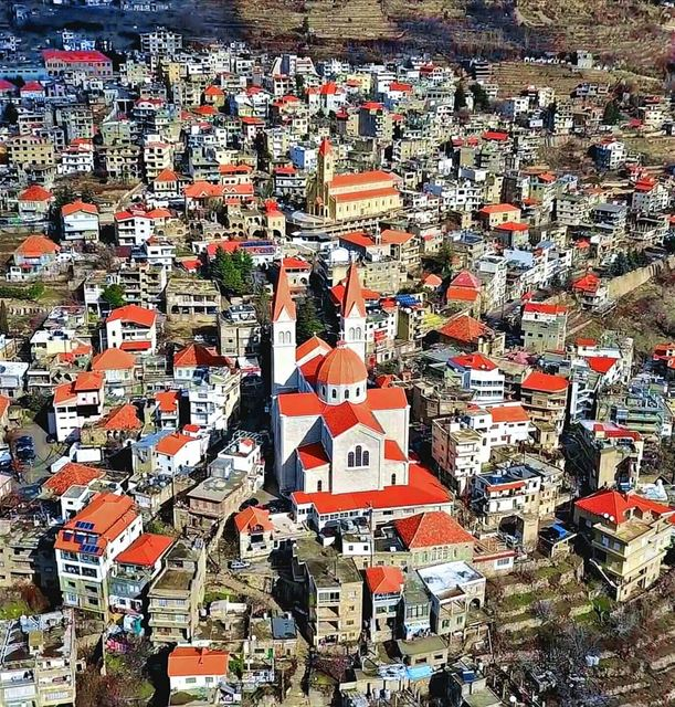 You beautiful...More red roof please 🏠💒.... bcharre northlebanon ... (Bcharré, Liban-Nord, Lebanon)