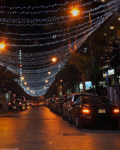 من شو بتشكي بيروت الحمرا hamra beirut beirut_city beiruting lights... (Hamra, Beyrouth, Lebanon)