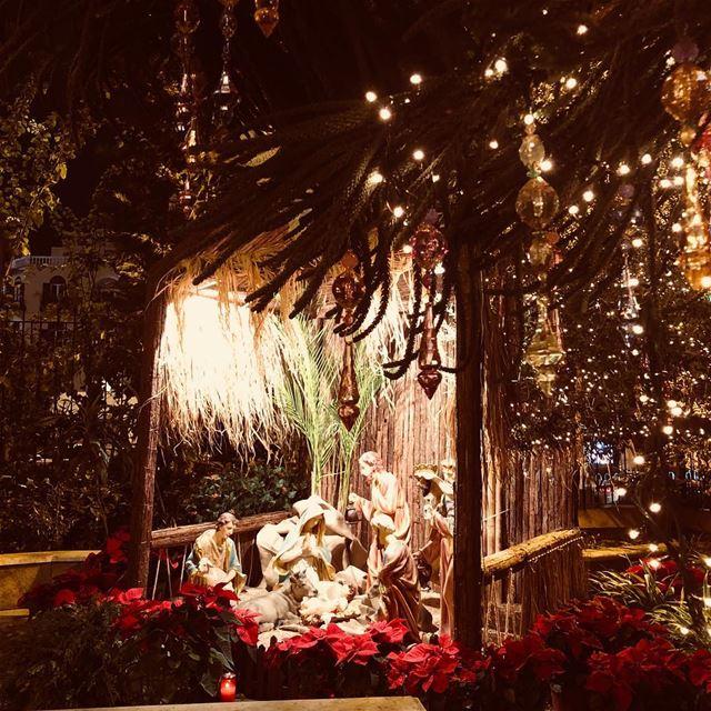 christmaslights Christisborn Beirut Lebanon Beirutchants ... (Centrale Beirut)