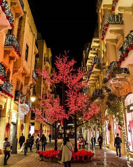 merrychristmas christmasseason lebanon2017 beirutlovers ميلاد مجيد من ب