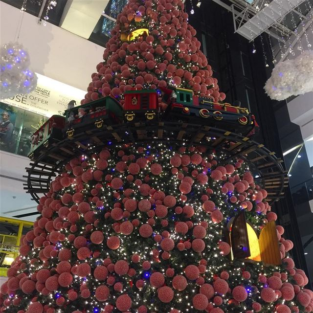 Christmas tree christmastree mall december holiday decoration ... (Le Mall Dbayeh)