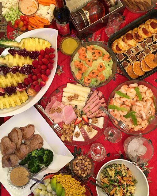 A festive spread 🥂 Merry christmas Everyone 🎄🎁 Peterbyekolwenmaken..... (Ghanimé)