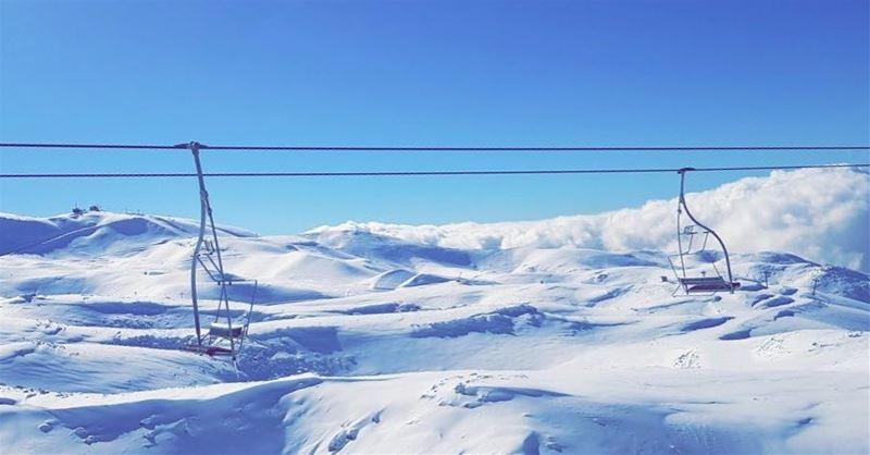 Each moment of the year has its own beauty. Let it snow ❄️❄️❄️Photo... (Mzaar Kfardebian)