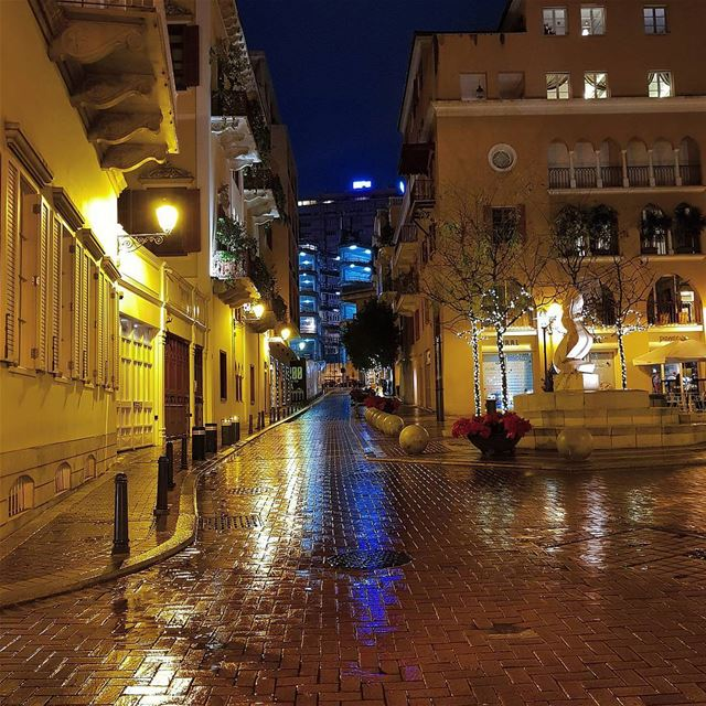 Silent night..rainy night..lights are bright🌲🇱🇧 rainyday street cold... (Saifi Village)