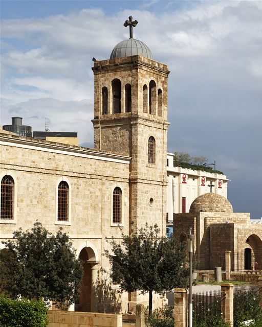 Nos despedimos deste Natal com essas duas fotos - dia e noite - da... (Saint George Greek Orthodox Cathedral)