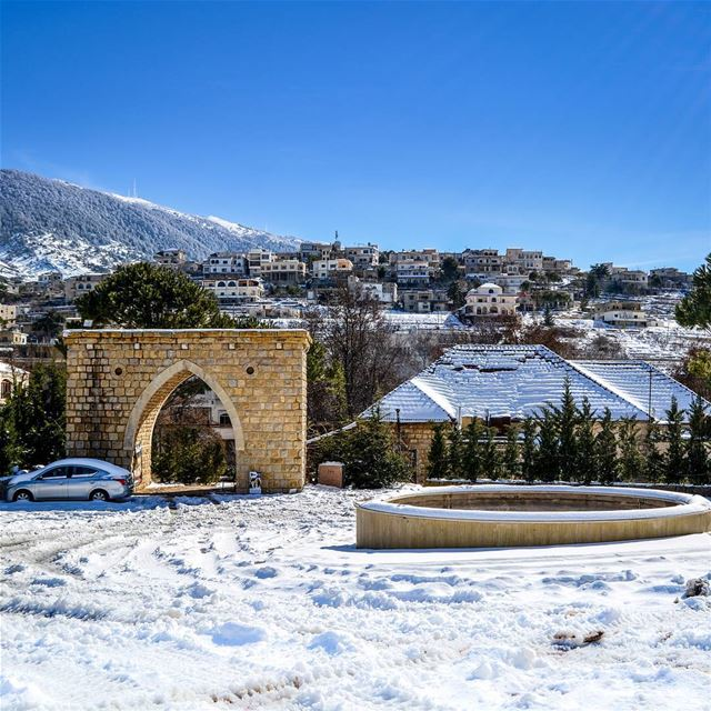 Chilling winter days. Beautiful clear blue skies and snow. Barouk, Lebanon... (Bâroûk, Mont-Liban, Lebanon)