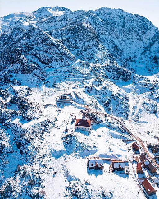 Acredite ou não, essa não é a Suíça, mas sim uma das muitas montanhas... (El Laklouk, Mont-Liban, Lebanon)