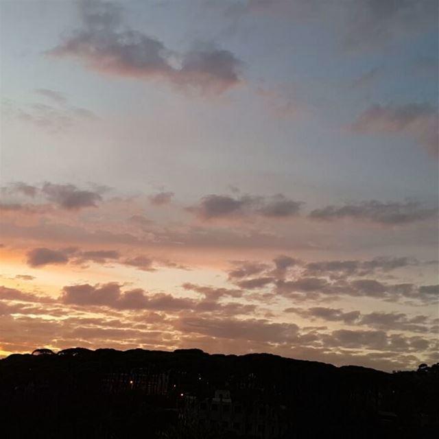 Before my eyes sun sunset sunsetporn lebanon ig_lebanon ... (Zar`Un, Mont-Liban, Lebanon)
