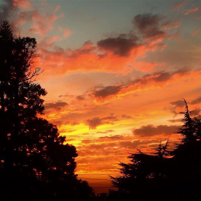 Maybe the last sunset pic of 2017!a burning sky!!! amazingsunsets ... (Rayfun, Mont-Liban, Lebanon)