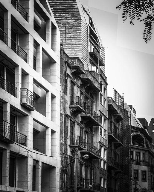 High contrast...... old street city street streetphotography ... (Jemmayze)