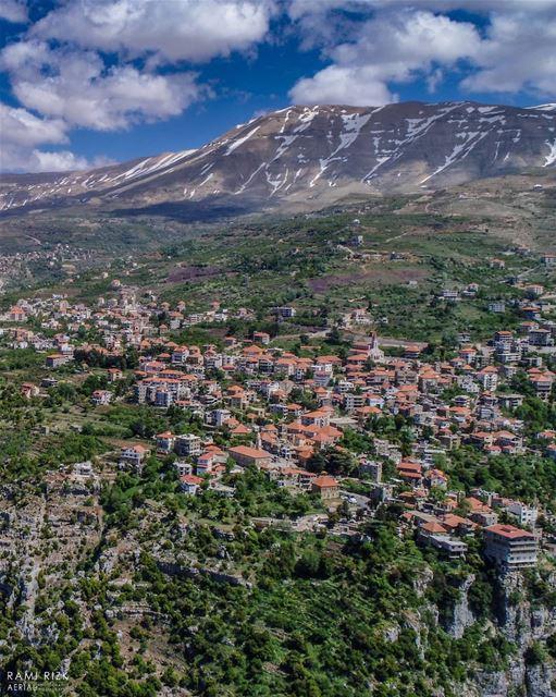 Para-Para-Paradise... 🎵🌲... bchare northlebanon lebanon dji ... (Hasroun)