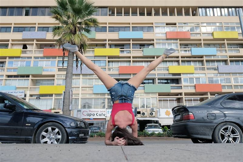 ~ Y ~... handstand yoga yogachallenge yogaeverywhere yogalove ... (Beirut, Lebanon)