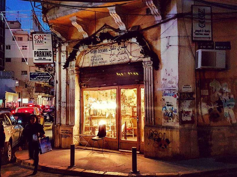 Lustres Antiques fireinthesky nofilter sunset gemmayze citylife ... (Beirut, Lebanon)