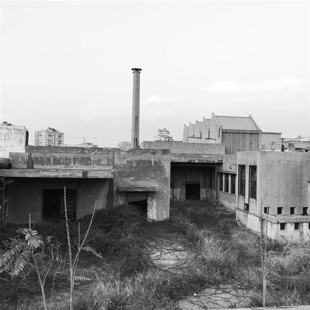 lebanon beirut old factory war black white bombed blackandwhiteonly sky... (Hadeth, Mont-Liban, Lebanon)