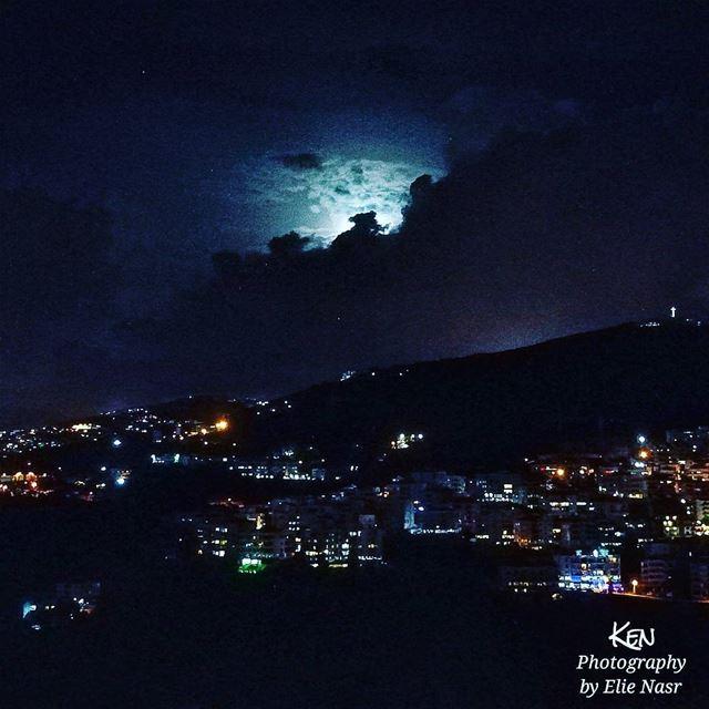 ...يا حبيبي بعتم الليلنطرتك وسهرت الليللون عيونك لون الليلعيوني ع غيابك (Fanar, Mont-Liban, Lebanon)