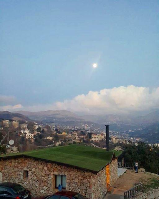 Daylight moon 🌚 newyear imback ....... newyearseve mayrouba ... (Mayruba, Mont-Liban, Lebanon)