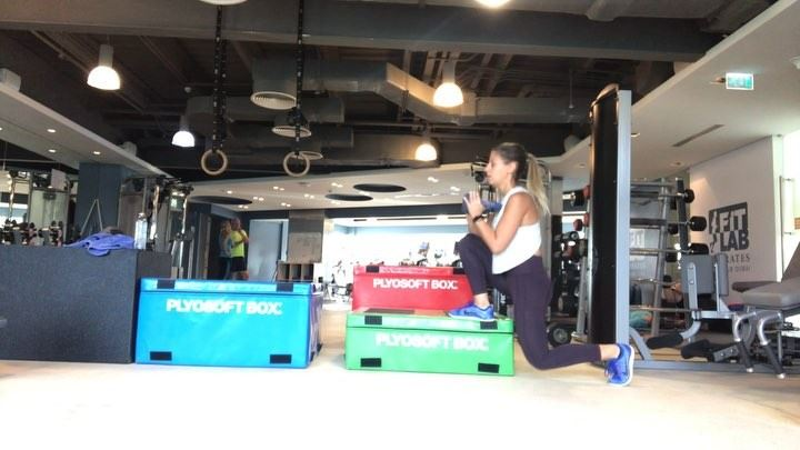 boxes workout , they are one giant present for the booty 🍑🎁 3 x 10... (Dubai, United Arab Emirates)