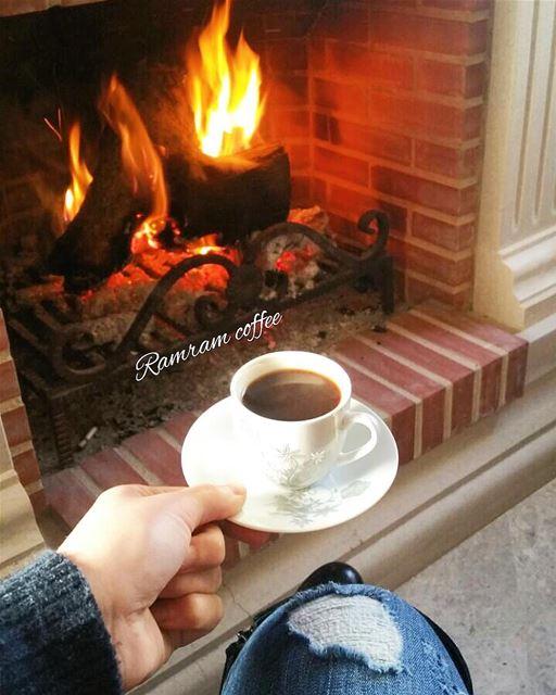 حين يبدأ الليلويطل القمرأستنشق عطرهوقتها أحن إليهوإلى فنجان قهوتي.....