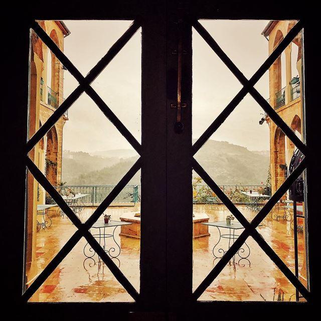 Shhhhhhhh... listen to the rain peace .... peaceful cozy warm rain... (Deir al Oumara)