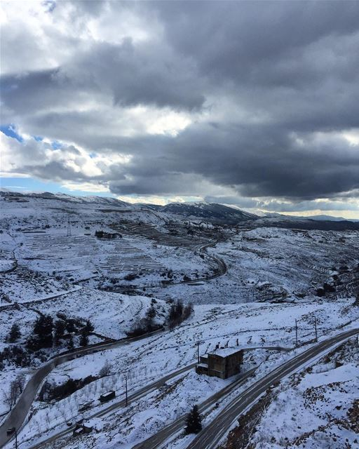 The world changes when it snows ❄️❄️ peterwenmaken ..... lebanon ... (Daher El Baydar)