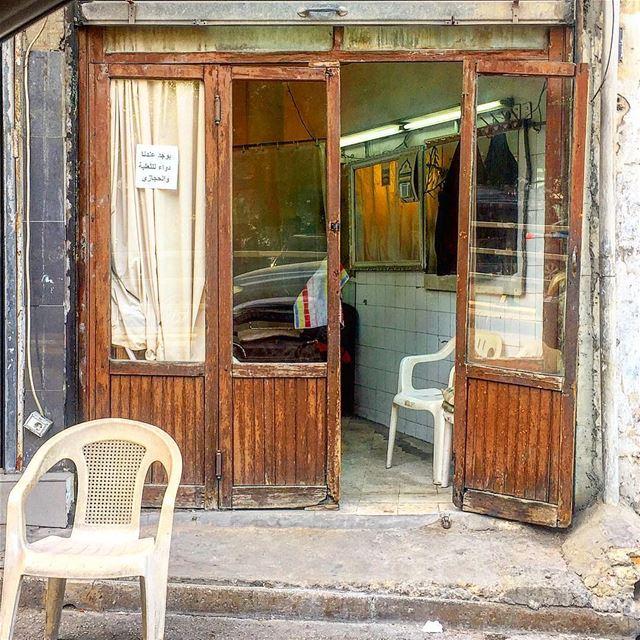 في انتظارك، ملّيت . (The old barber shop)::::::::::::::::::::::::::::::::: (Zuqaq al-Blat)