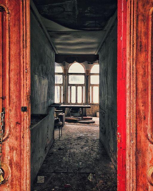 Tfadalo 3al Salon! beirut lebanon abandoned abandonedplaces........ (Mount Lebanon Governorate)