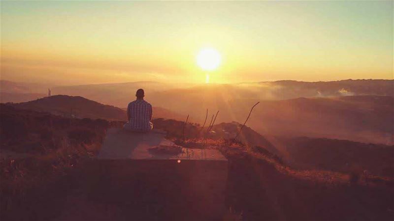 ...وقت غروب الشمس واقف علبحر بعيد. e3ed lba7rktiiirb3id... sunset ... (Mount Abu)