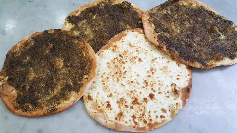 Simple breakfast essentials❤️👍•••• rashetsomsom breakfast zaatar ... (Rashet somsom - رشة سمسم)